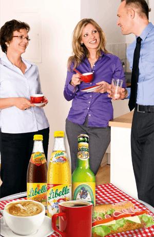 Automatenflyer, Mitarbeiter genießen Getränke